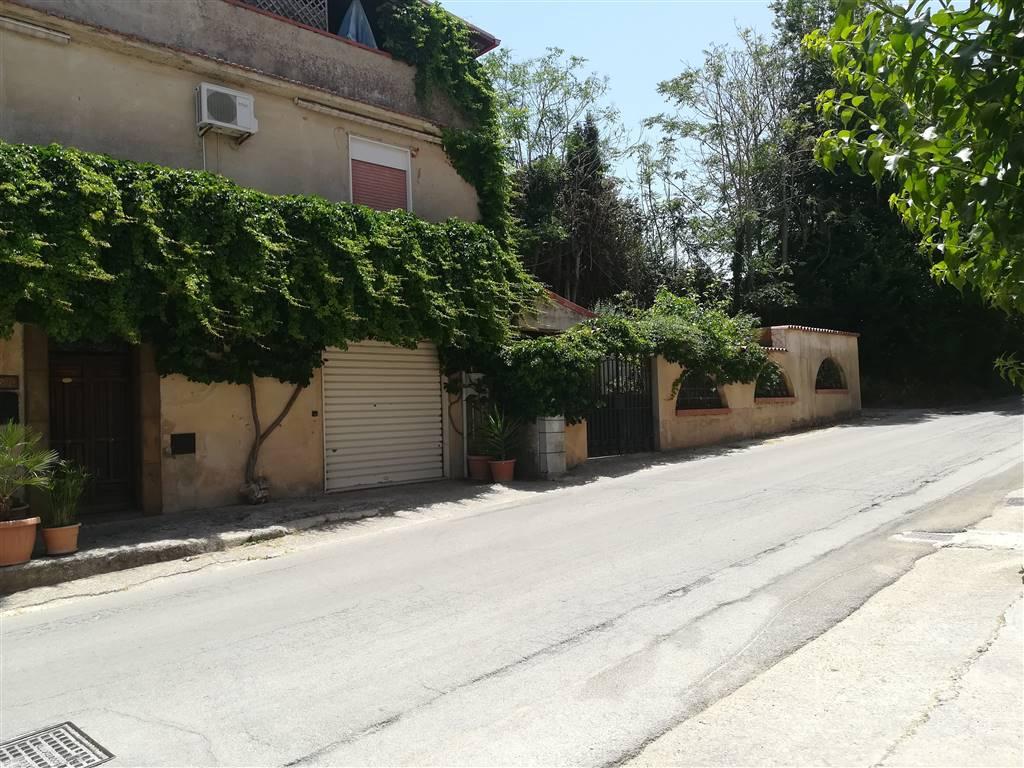 Villino a SALEMI 150 Mq | 8 Vani | Giardino 100 Mq