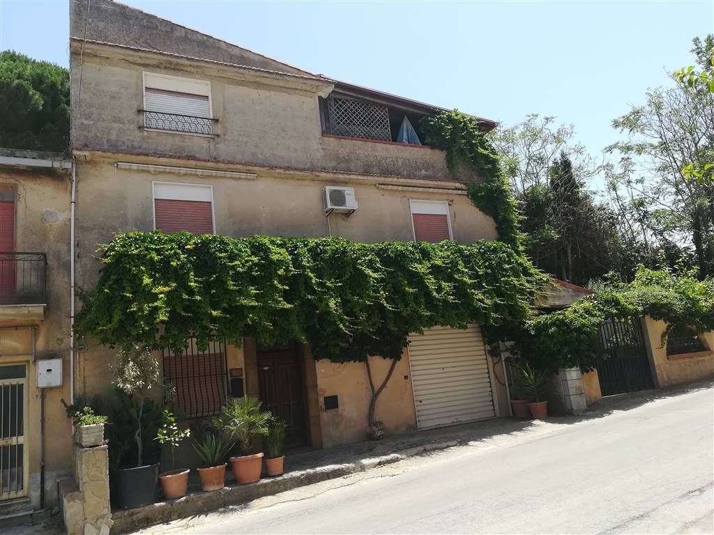 Kleine Villa in SALEMI 150 Qm | 8 Räume | Garten 100 Qm