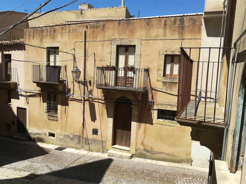 Detached house in SALEMI 250 Sq. mt. | 10 Rooms - Garage