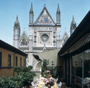 Albergo in vendita a Orvieto, 9999 locali, Trattative riservate | CambioCasa.it