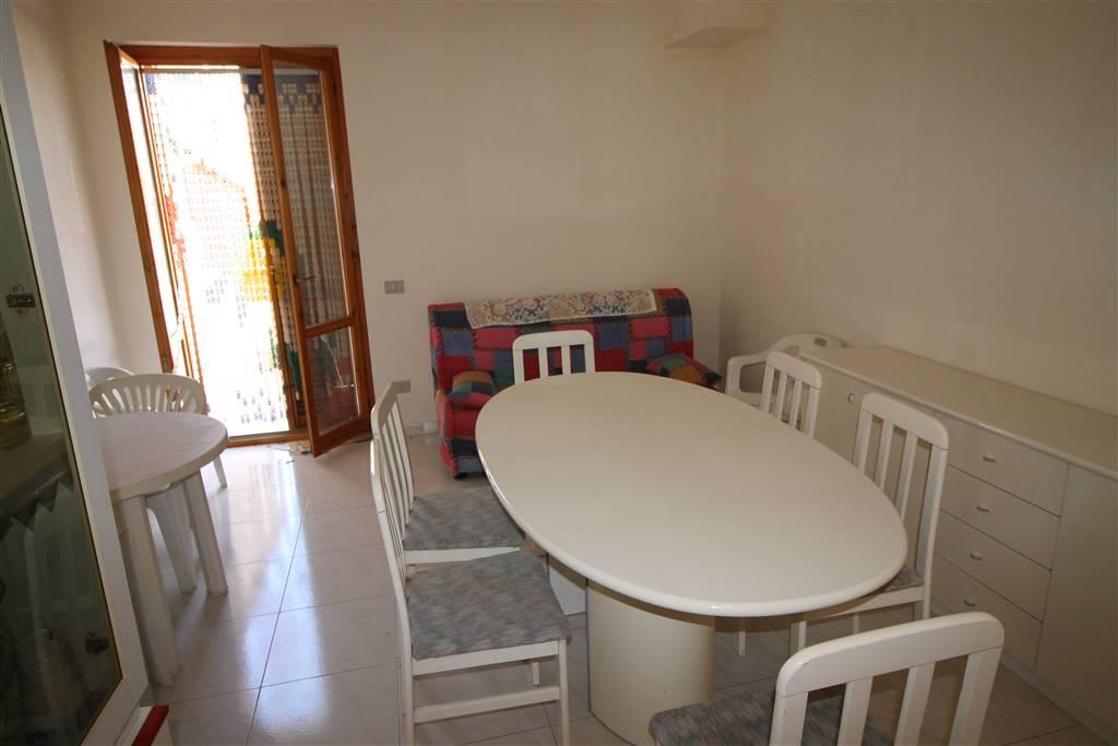 Tolfa - Casalaccio, -Via Borsellino, proponiamo un appartamento di circa 110 Mq. composto da 3 belle camere, Salone con angolo cottura, un bagno,