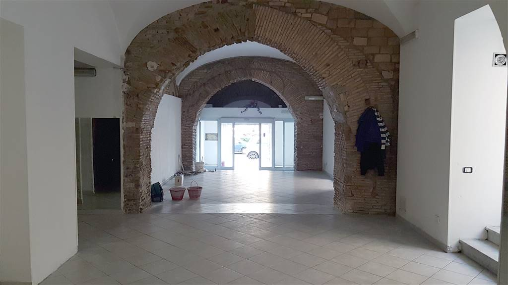 CENTRO, CIVITAVECCHIA, Shop for rent of 240 Sq. mt., Excellent Condition, Energetic class: G, Epi: 98 kwh/m3 year, placed at Ground, composed by: 3