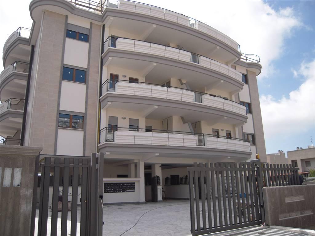 in nuova costruzione proponiamo Attico su due livelli composto da 2 camere, soggiorno con angolo cottura, 2 bagni, 2 verande. buona esposizione,