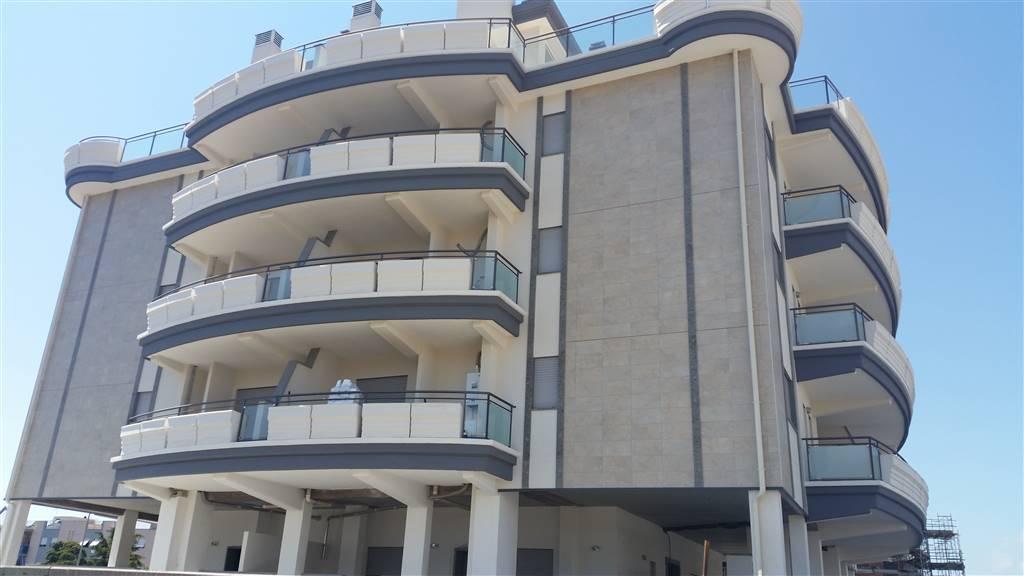 Appartamento monolocale composto da soggiorno, angolo cucina, zona letto, bagno e balcone. Termo autonomo. Possibilità di cantina Posto Auto Euro 7.