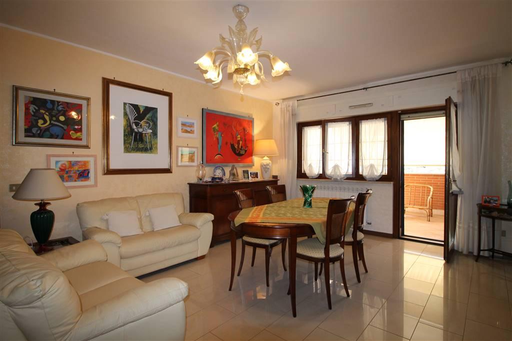 In Recente Costruzione propongo un bellissimo appartamento in Centro, composto da ampio salone, 2 camere, cucina, studio, 2 bagni, ampia veranda di