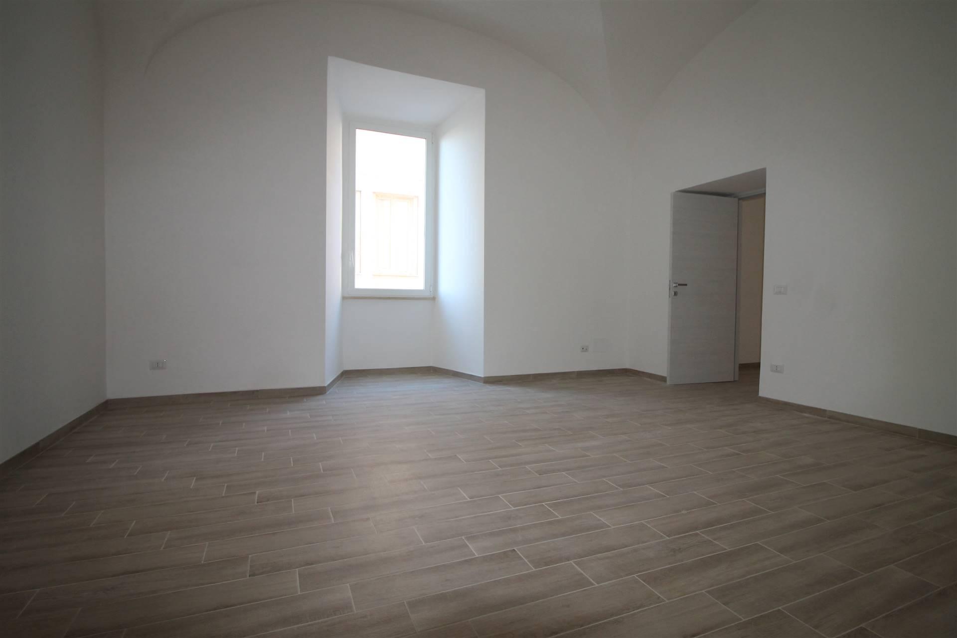 in palazzo del 700 proponiamo un bellissimo appartamento cat A/10 di 137 Mq con 4 ambienti. Completamente ristrutturato adatto sia ad Ufficio che ad