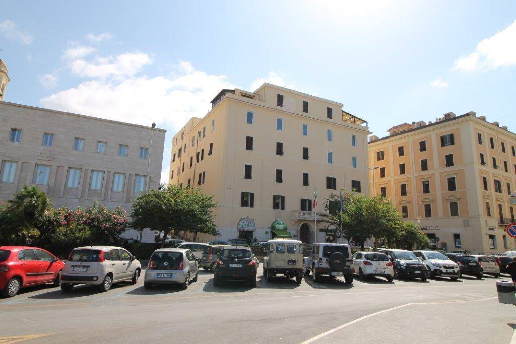 CENTRO, CIVITAVECCHIA, Office for rent of 137 Sq. mt., Restored, Heating Individual heating system, placed at 1° on 5, composed by: 4 Rooms, 1