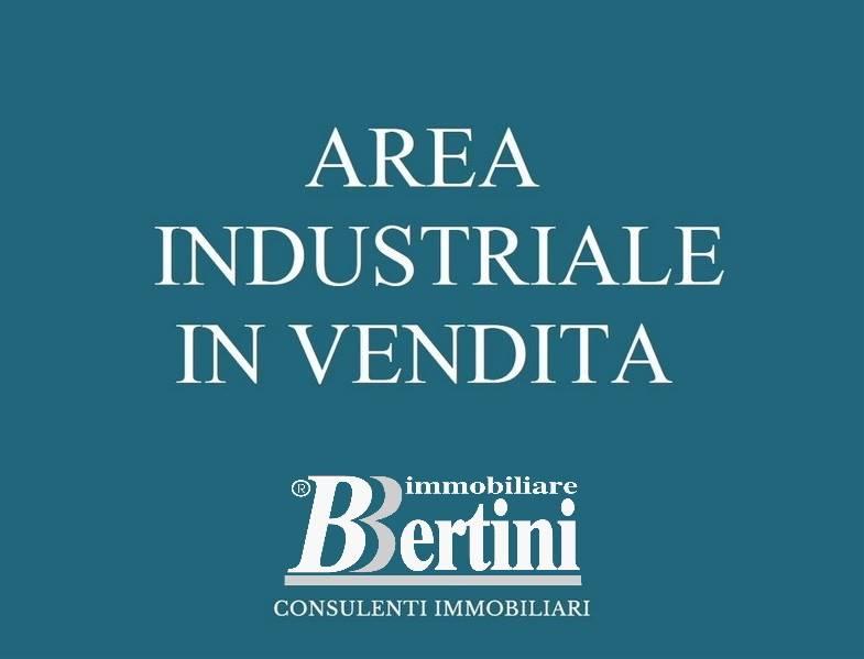 TERRENO EDIFICABILE. ** INFO in AGENZIA Proponiamo un ampia area edificabile industriale. l'area gode di un ottima posizione nevralgica non solo per