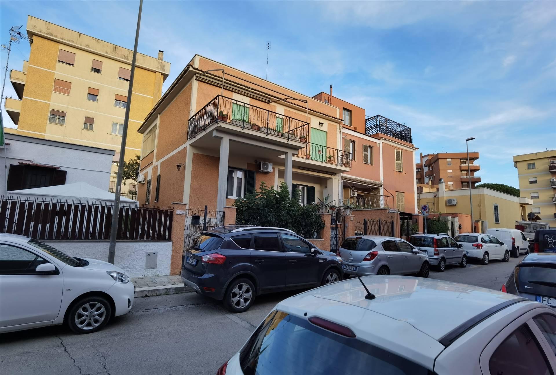 Appartamento di 119 Mq., luminoso e ben esposto. ingresso indipendente. L'appartamento è posto al primo piano, ed è composto da ingresso, soggiorno