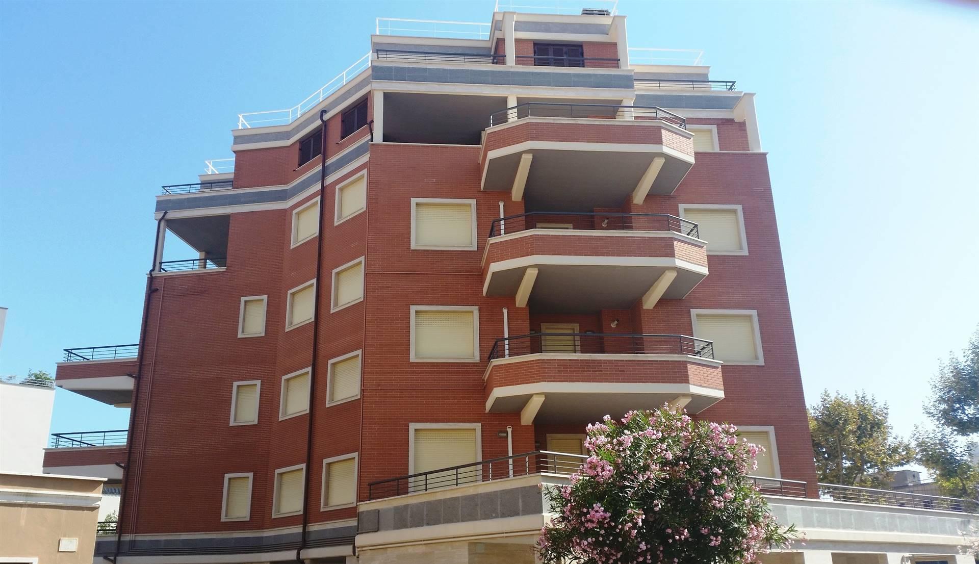 In elegante e recente costruzione proponiamo un appartamento di Mq.116 composto da 2 AMPIE camere, AMPIO salone, cucina abitabile, 2 bagni, ampio