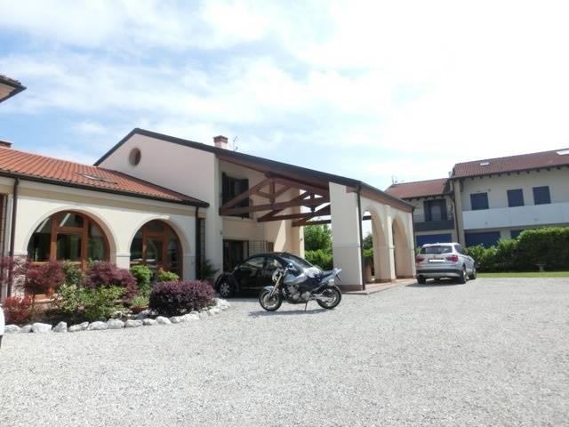 Villa in vendita a Zero Branco, 15 locali, zona Località: SANTALBERTO, prezzo € 800.000 | CambioCasa.it