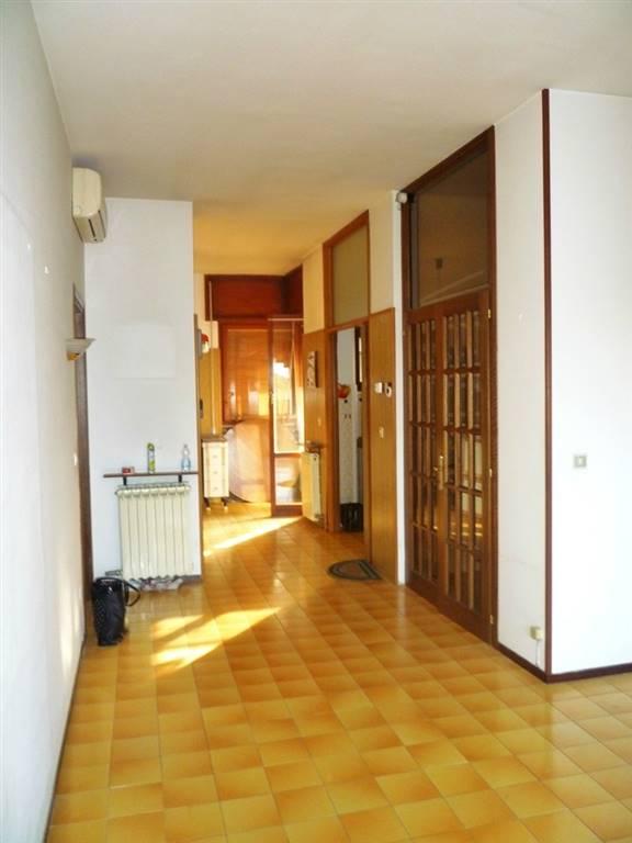 Appartamento in vendita a Terni, 5 locali, zona Località: ZONA VIA XX SETTEMBRE, prezzo € 77.000 | PortaleAgenzieImmobiliari.it