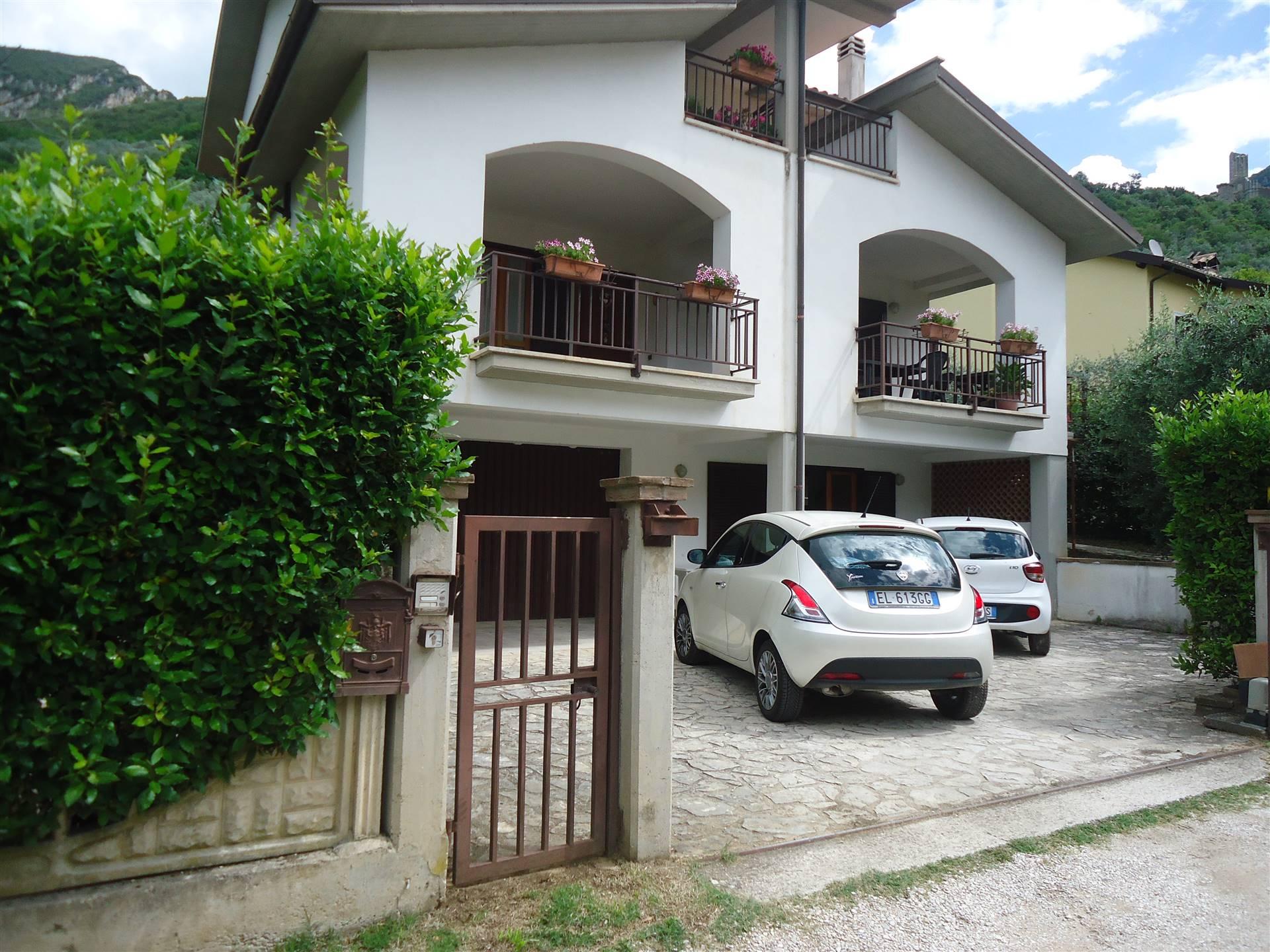 Villa Bifamiliare in vendita a Ferentillo, 5 locali, zona Località: CENTRO, prezzo € 180.000 | CambioCasa.it