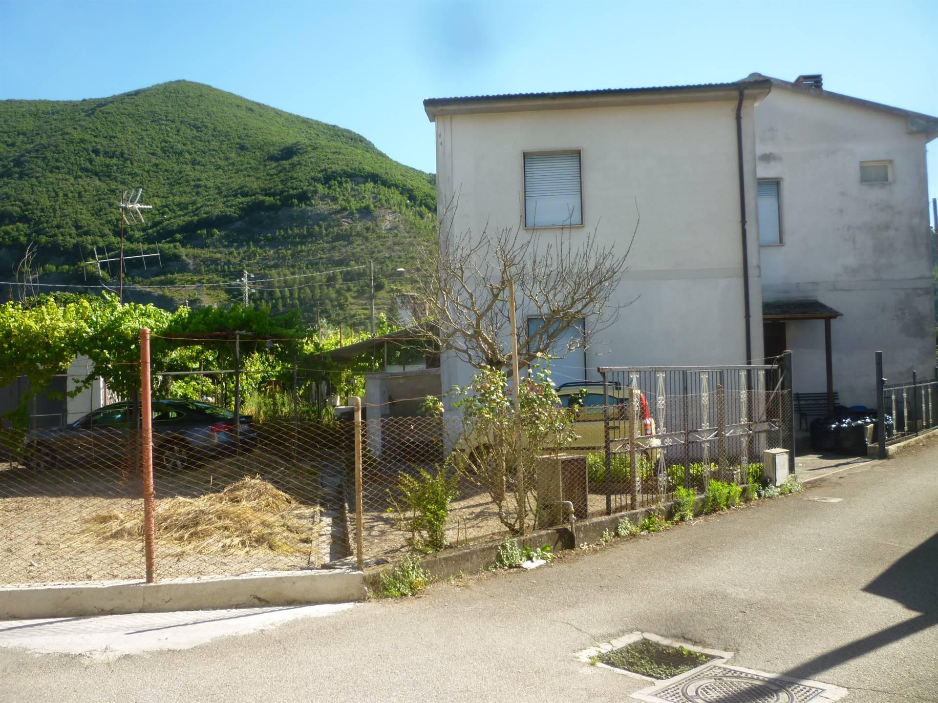 Soluzione Indipendente in affitto a Terni, 4 locali, zona Zona: Marmore, prezzo € 320 | CambioCasa.it