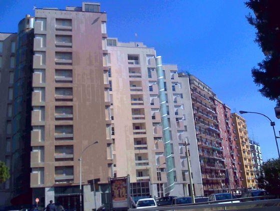 Via Dante ad.ze Bestat - Ex Hotel Principe - In stabile interamente ristrutturato, vendiamo grande appartamento al terzo piano con ascensore composto