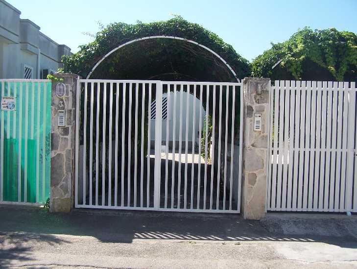 Leporano - Porto Pirrone - Via Acetose - Villetta composta da ingresso/soggiorno con camino, camera matrimoniale, cameretta con due lettini a