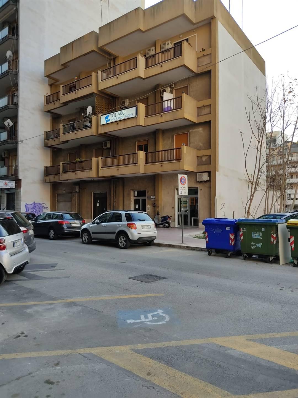 Via Puglie 20 - In prossimità di Viale Trentino, in comoda e ben servita zona di Taranto, VENDIAMO al 3° piano appartamento in buone condizioni,
