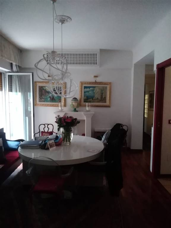 VIA LACLOS ADIACENZE PIAZZA MEDAGLIE D'ORO VENDIAMO appartamento in ottime condizioni composto da ingresso-salone, cucina abitabile con zona cottura
