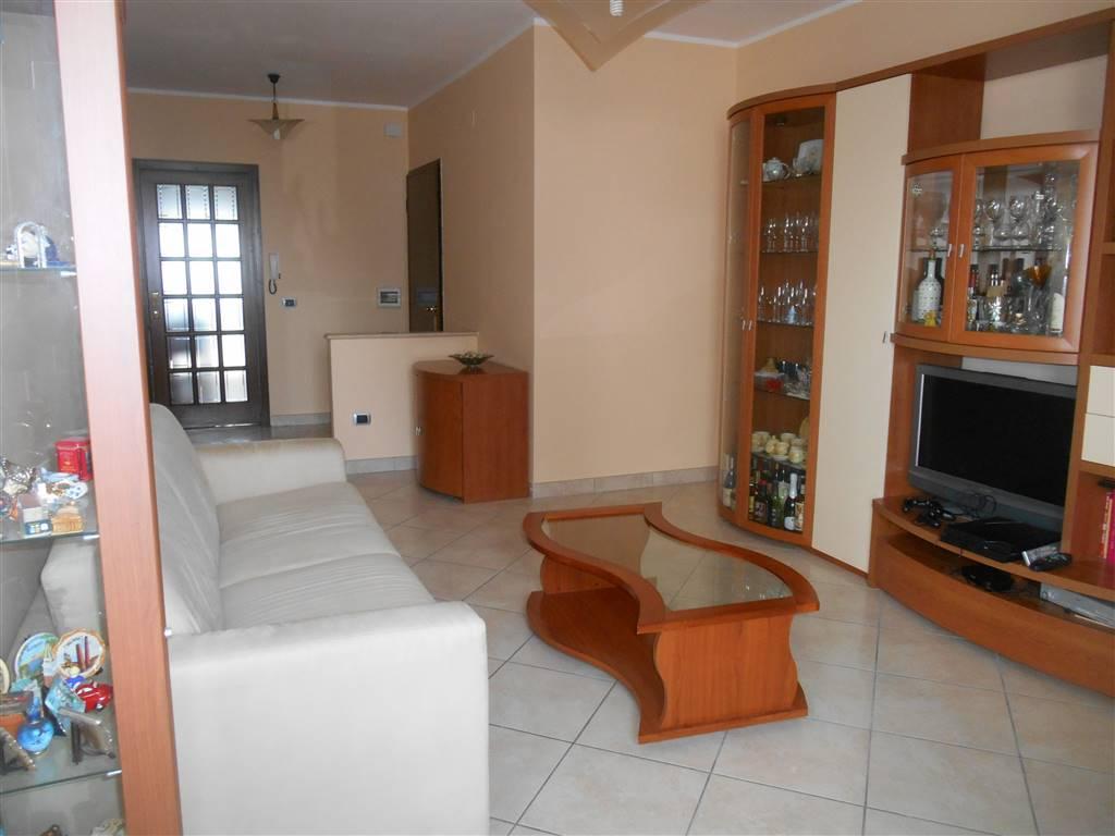 ADIEACENZE PALAFIOM VENDIAMO APPARTAMENTO RISTRUTTURATO POSTO al 3 ° piano su 7 con ascensore, composto da ingresso-soggiorno, cucina abitabile, due