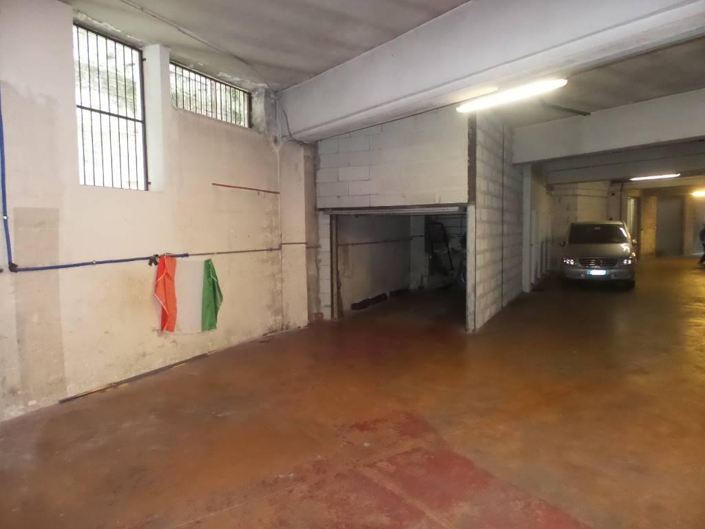 Garage / Posto auto in Via Alberto i Re Dei Belgi  11, San Fruttuoso, Triante, San Carlo, San Giuseppe, Monza