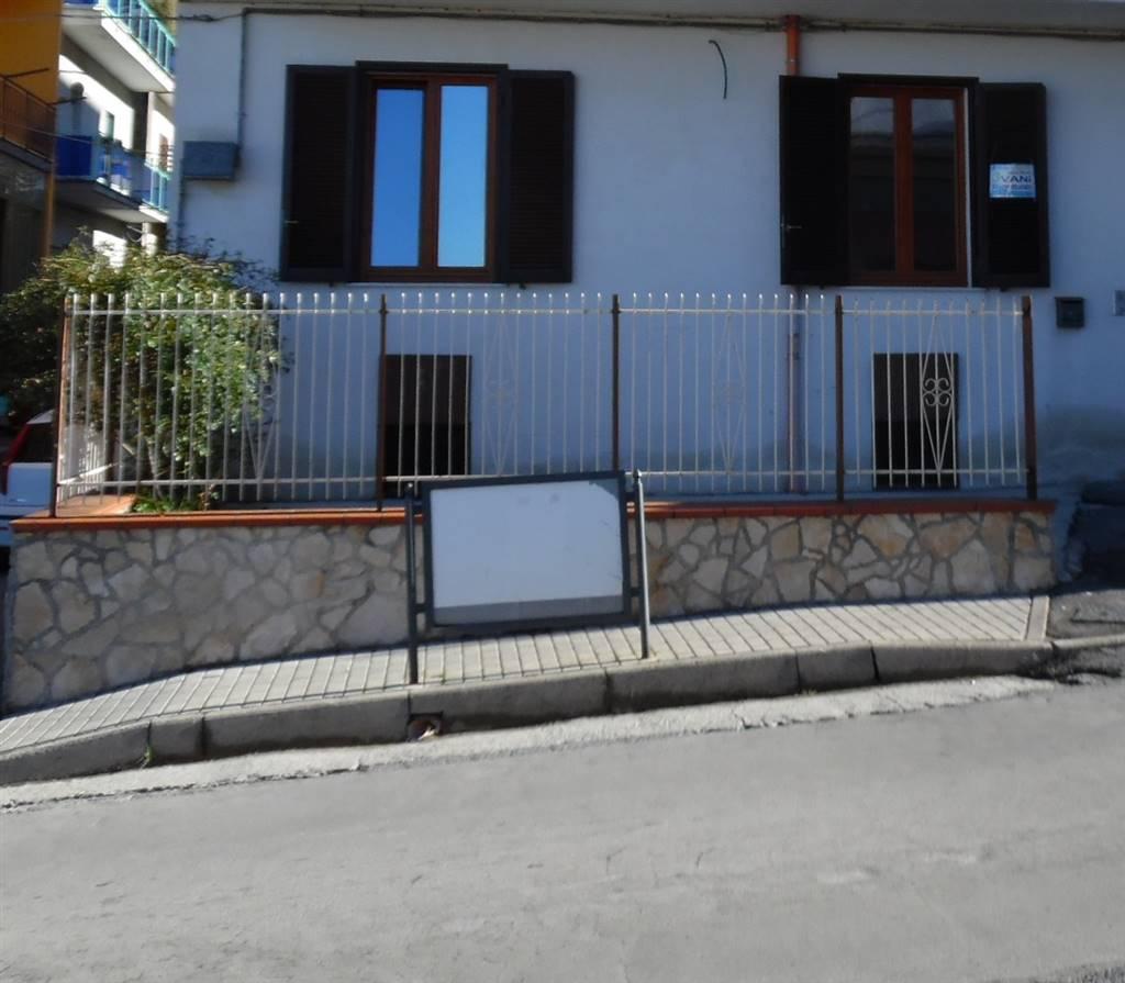 Trilocale in Via L.novi, Piazza, Corbara