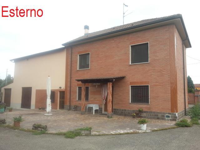 Villa Bifamiliare in vendita a Sale, 8 locali, prezzo € 170.000 | PortaleAgenzieImmobiliari.it