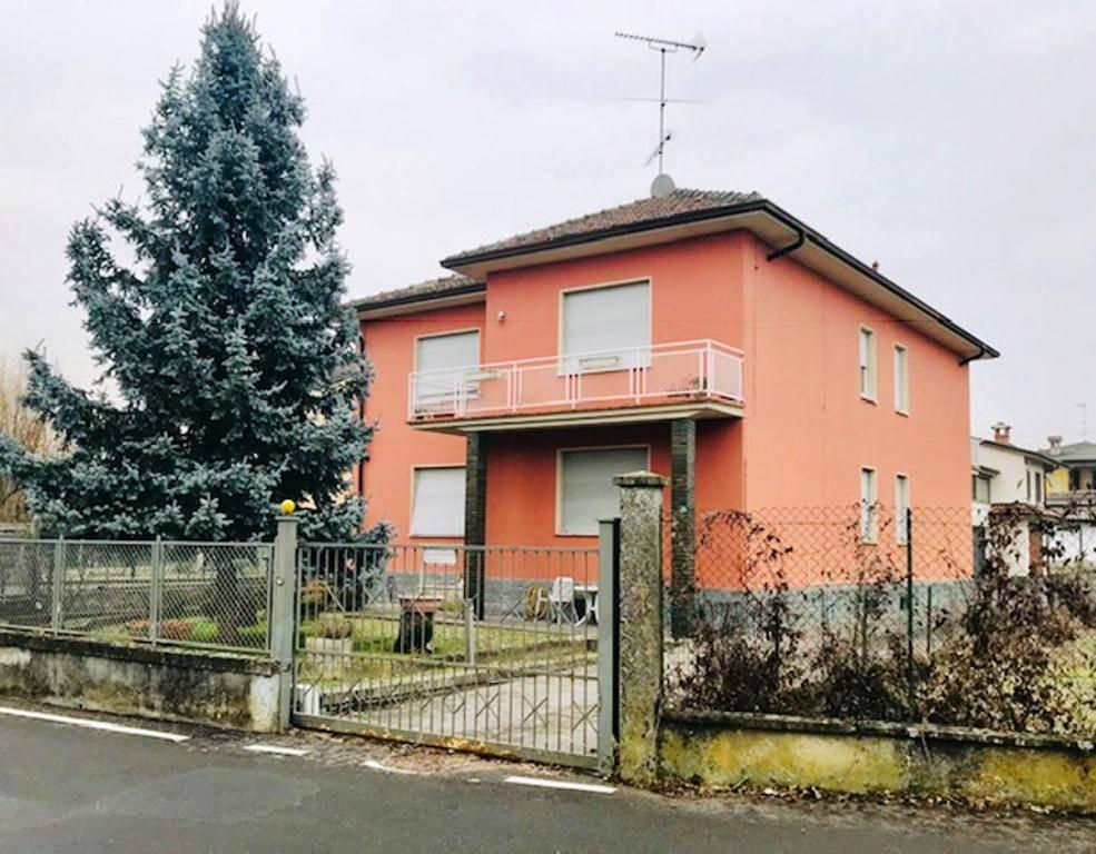 Villa in vendita a Rivanazzano, 10 locali, prezzo € 260.000 | PortaleAgenzieImmobiliari.it