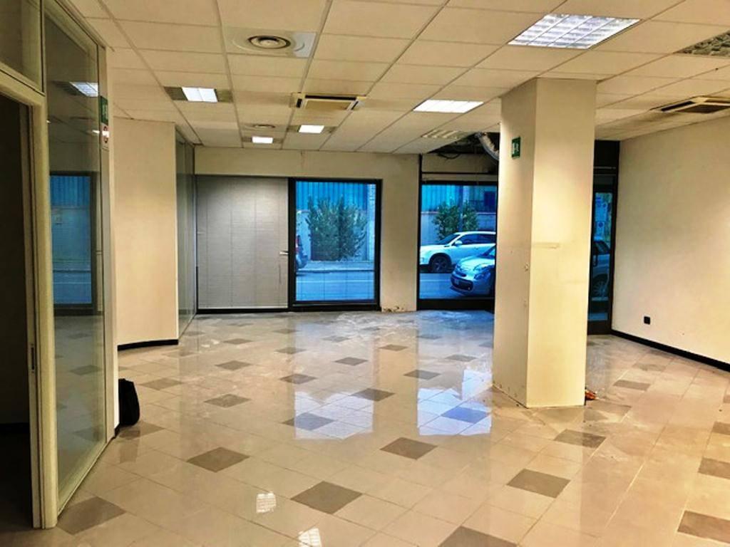 Immobile Commerciale in affitto a Tortona, 9 locali, prezzo € 2.500 | PortaleAgenzieImmobiliari.it