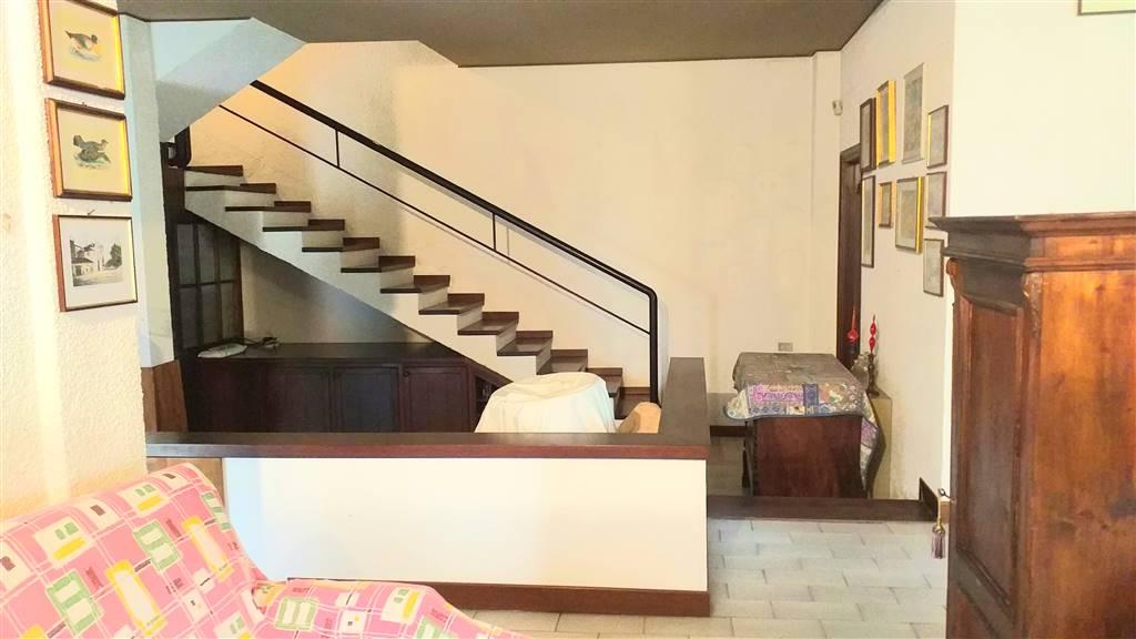 salotto - scale al piano 1°