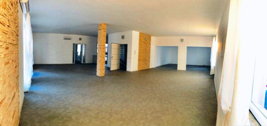 Immobile Commerciale in affitto a Tortona, 4 locali, prezzo € 1.300 | PortaleAgenzieImmobiliari.it