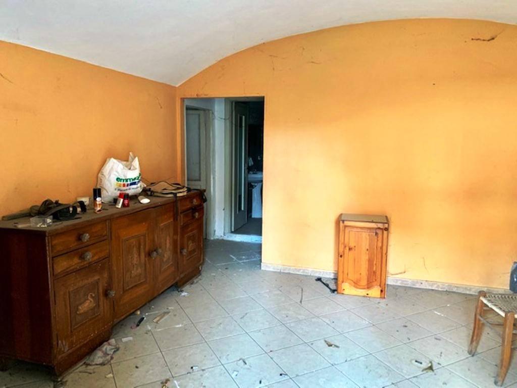 Soluzione Indipendente in vendita a Volpeglino, 8 locali, prezzo € 55.000 | CambioCasa.it