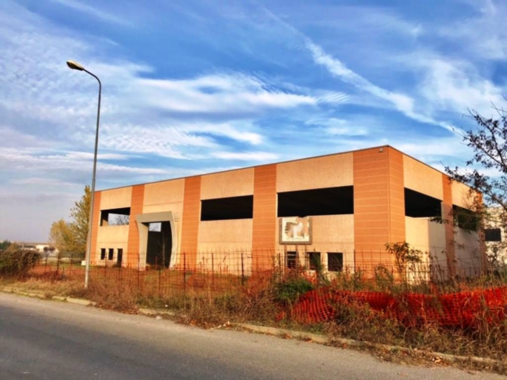 Capannone in vendita a Rivanazzano, 9999 locali, prezzo € 300.000 | PortaleAgenzieImmobiliari.it