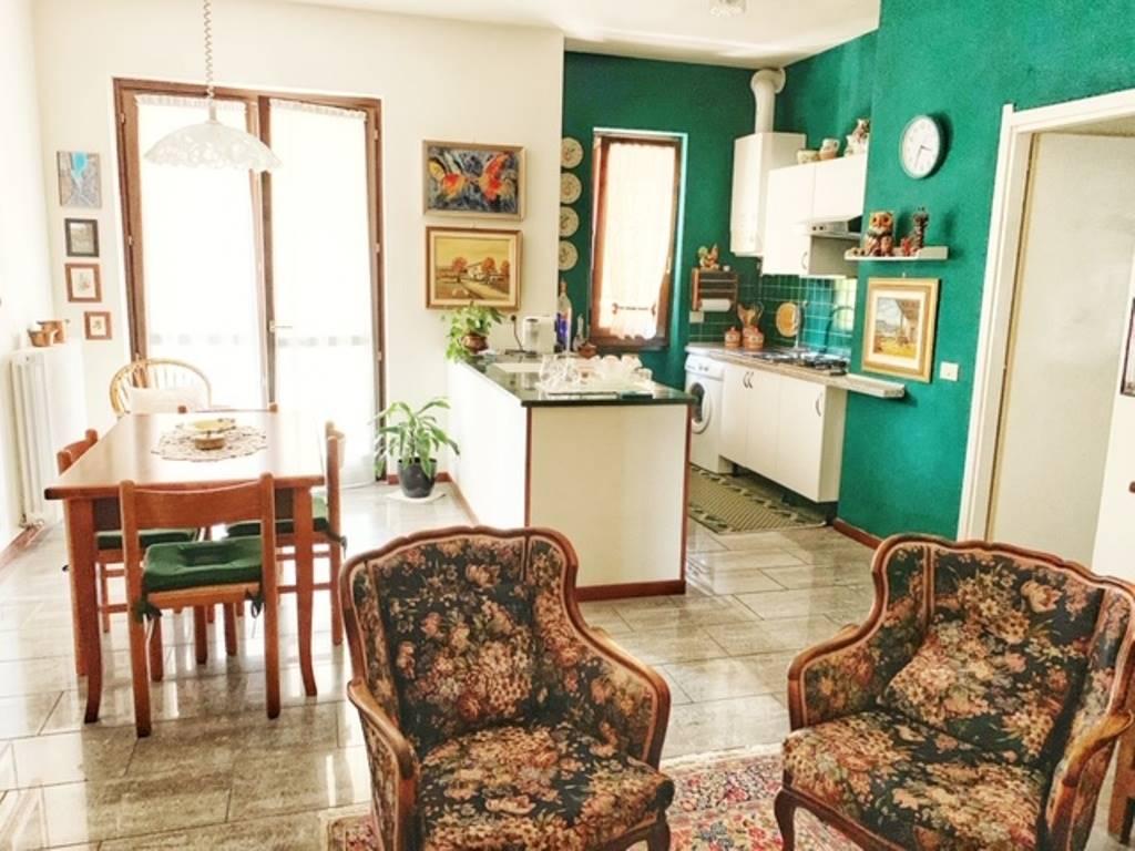 Appartamento in vendita a Rivanazzano, 5 locali, prezzo € 100.000 | CambioCasa.it
