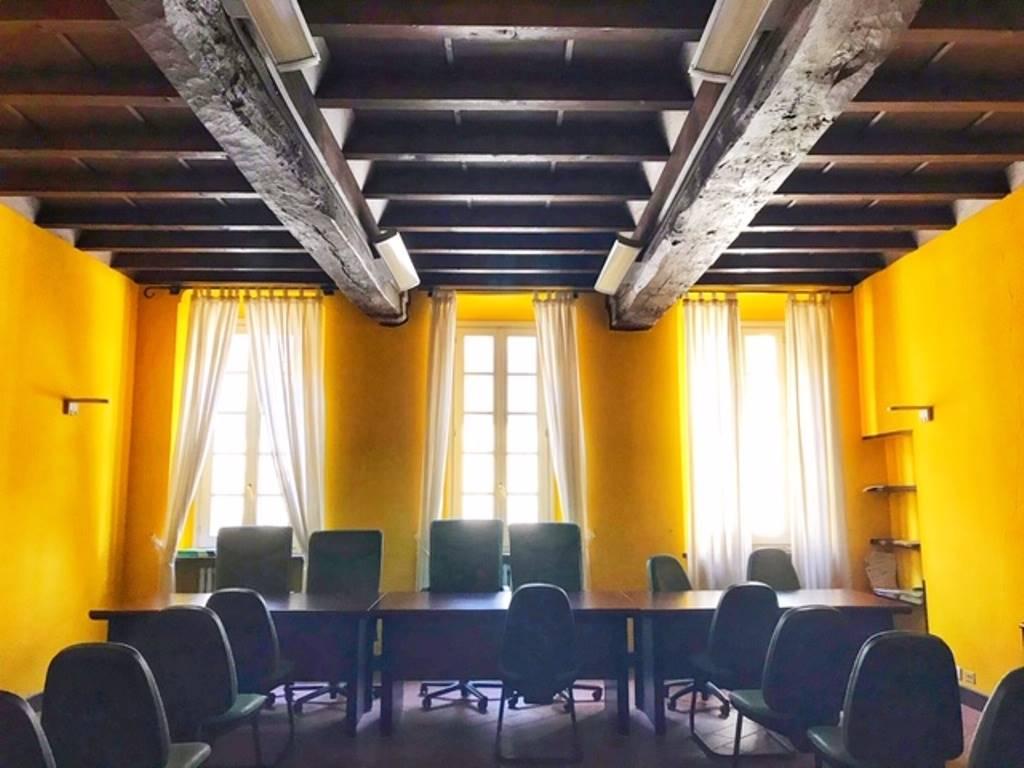 Ufficio / Studio in affitto a Tortona, 8 locali, prezzo € 1.500 | CambioCasa.it