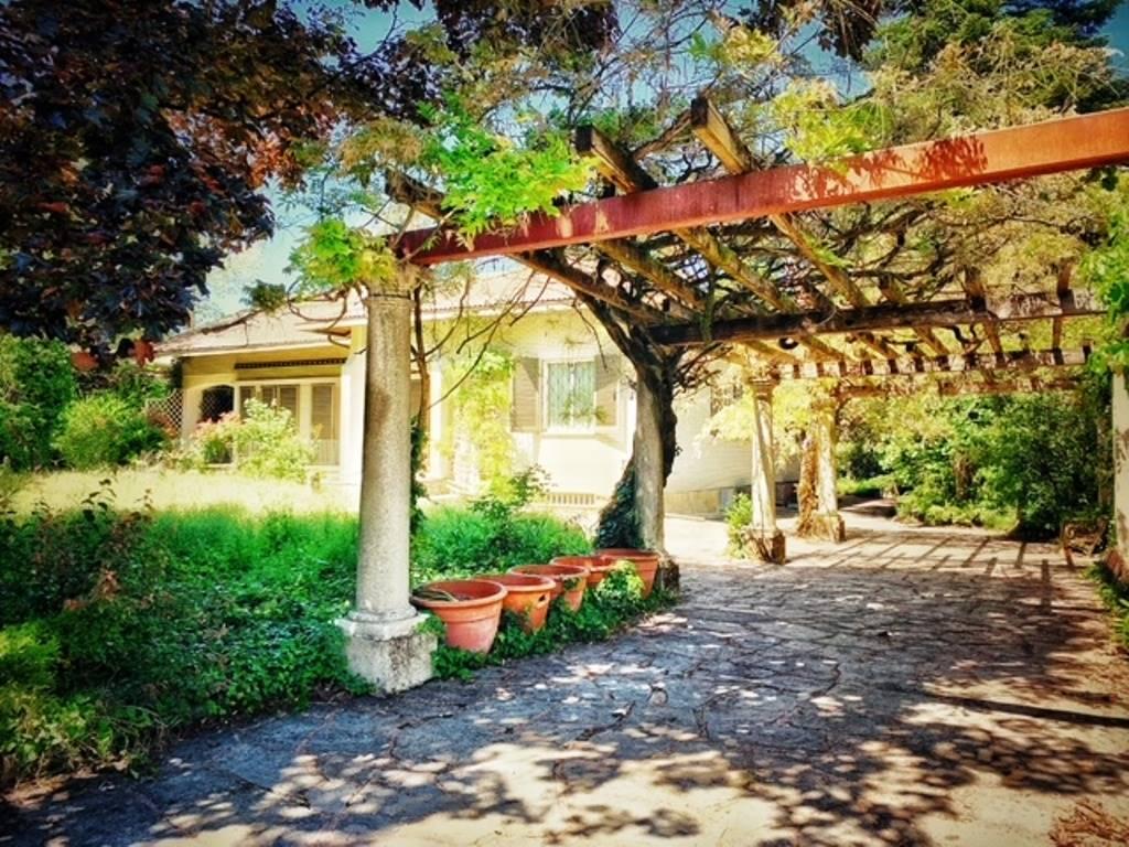 Vista villa e patio lato sud