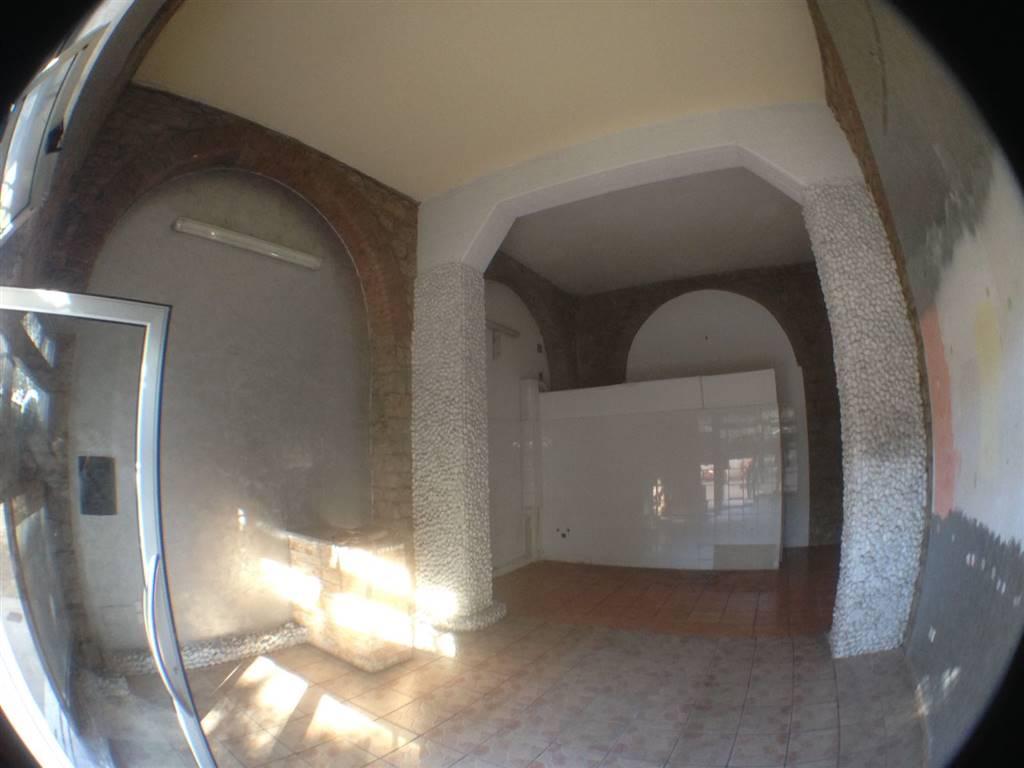 Immobile Commerciale in affitto a Potenza, 1 locali, zona Zona: Via Mazzini, prezzo € 450 | CambioCasa.it