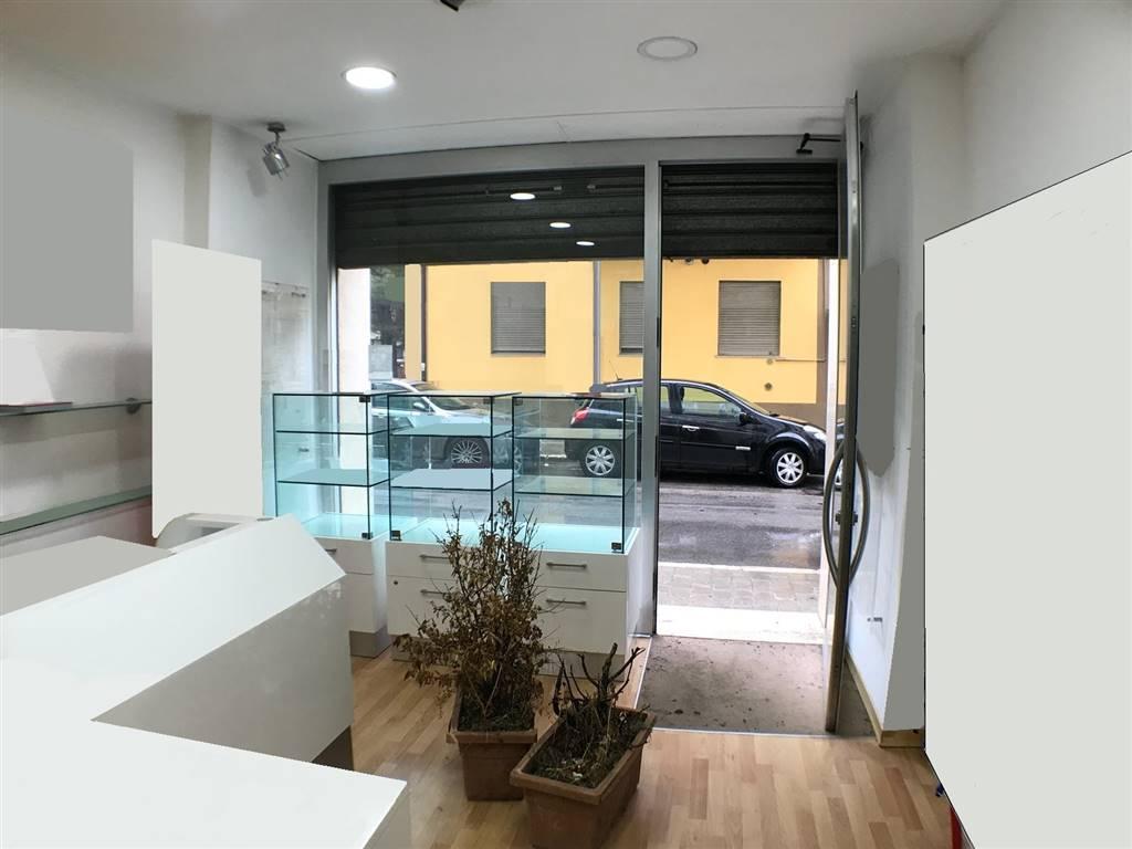 Immobile Commerciale in affitto a Potenza, 2 locali, prezzo € 350 | CambioCasa.it