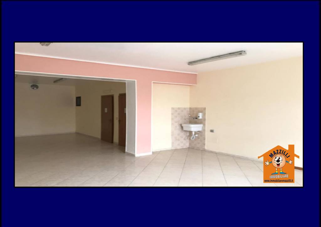 Immobile Commerciale in affitto a Potenza, 1 locali, zona Zona: Centro storico, prezzo € 350 | CambioCasa.it
