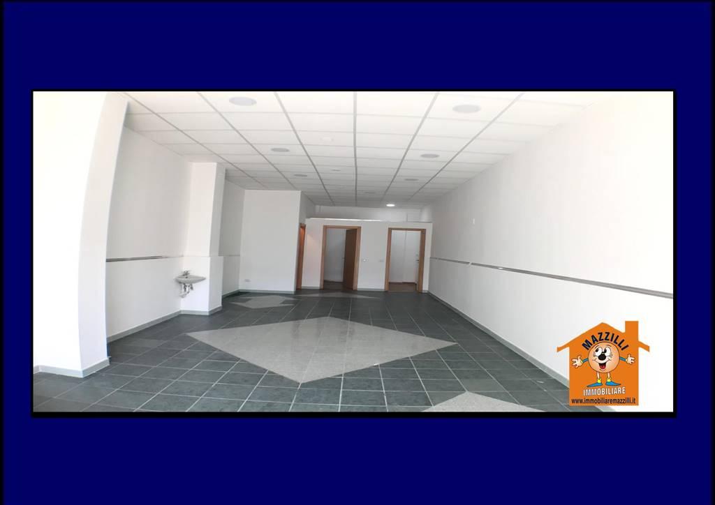 Immobile Commerciale in affitto a Potenza, 1 locali, prezzo € 380 | CambioCasa.it