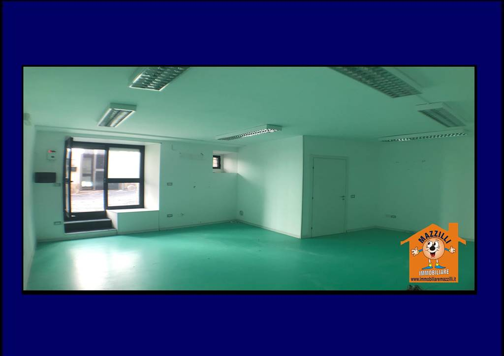 Immobile Commerciale in affitto a Potenza, 2 locali, zona Zona: Centro storico, prezzo € 300   CambioCasa.it