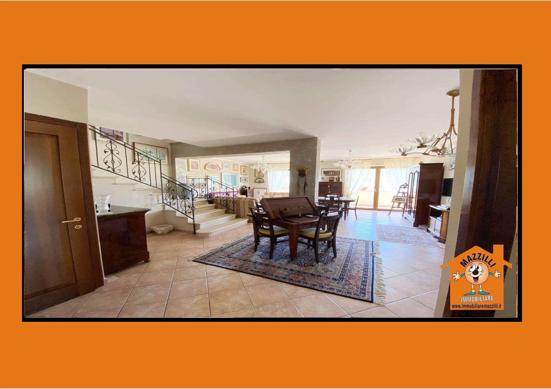 Villa in vendita a Potenza, 5 locali, prezzo € 290.000 | CambioCasa.it