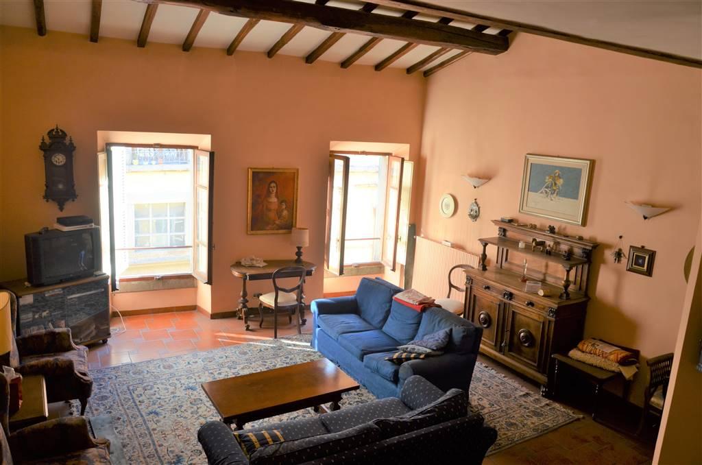 Appartamento in vendita a Viterbo, 9 locali, zona Zona: Centro, prezzo € 250.000 | CambioCasa.it