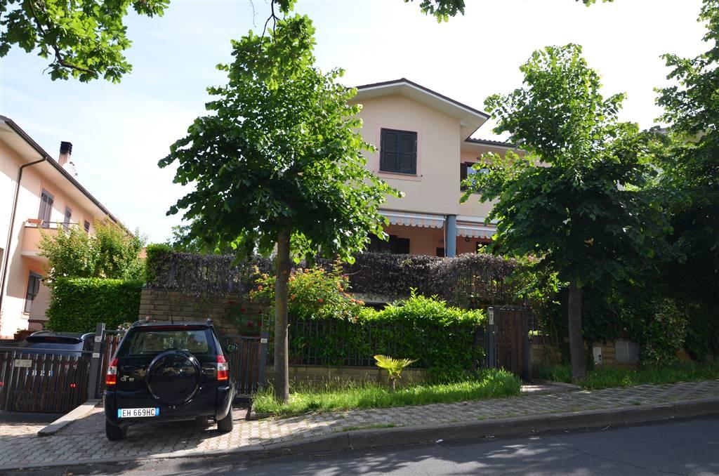 Appartamento in vendita a Viterbo, 9 locali, zona Zona: San Martino al Cimino, prezzo € 225.000   CambioCasa.it