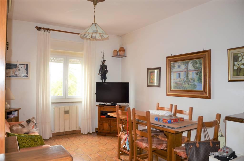 Appartamento in vendita a Viterbo, 5 locali, zona Località: CARMINE, prezzo € 115.000 | CambioCasa.it
