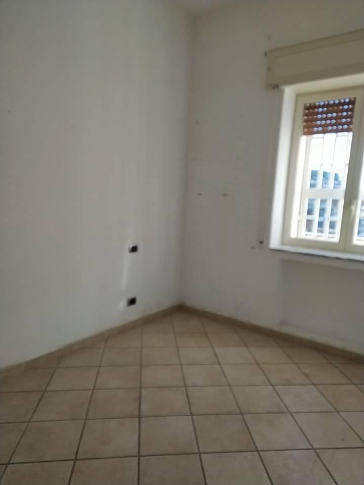 Appartamento in affitto a Pozzuoli, 1 locali, zona Località: POZZUOLI, prezzo € 500 | CambioCasa.it