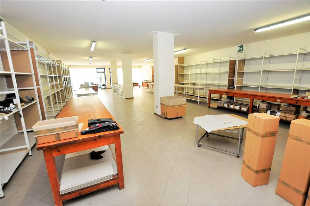 Negozio / Locale in vendita a Massa e Cozzile, 2 locali, prezzo € 230.000 | CambioCasa.it