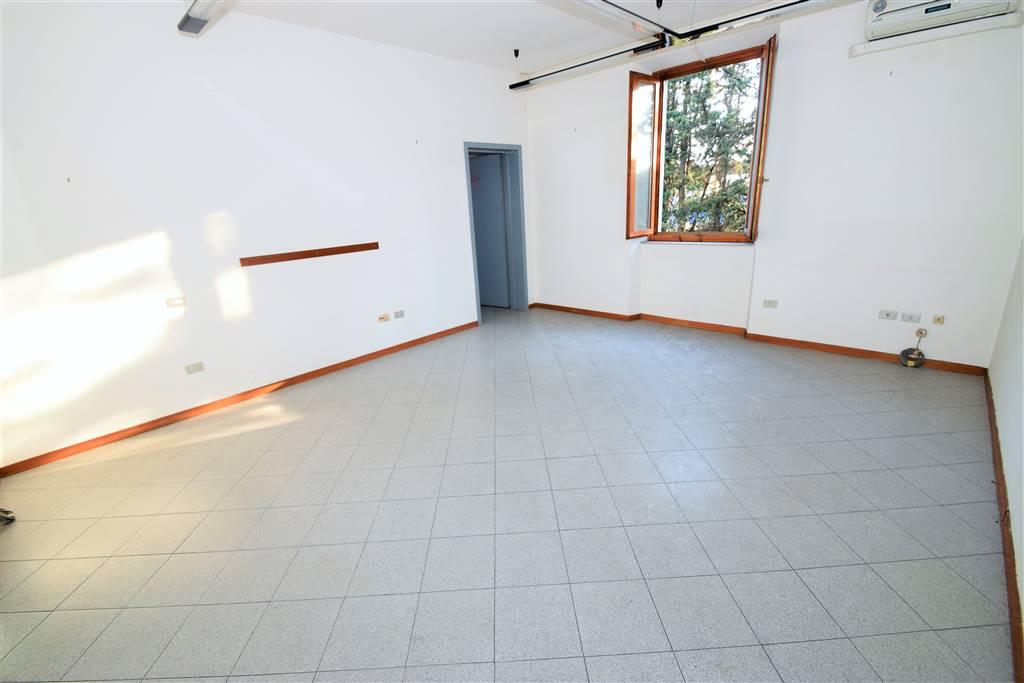 Ufficio / Studio in affitto a Montecatini-Terme, 9999 locali, prezzo € 450 | CambioCasa.it