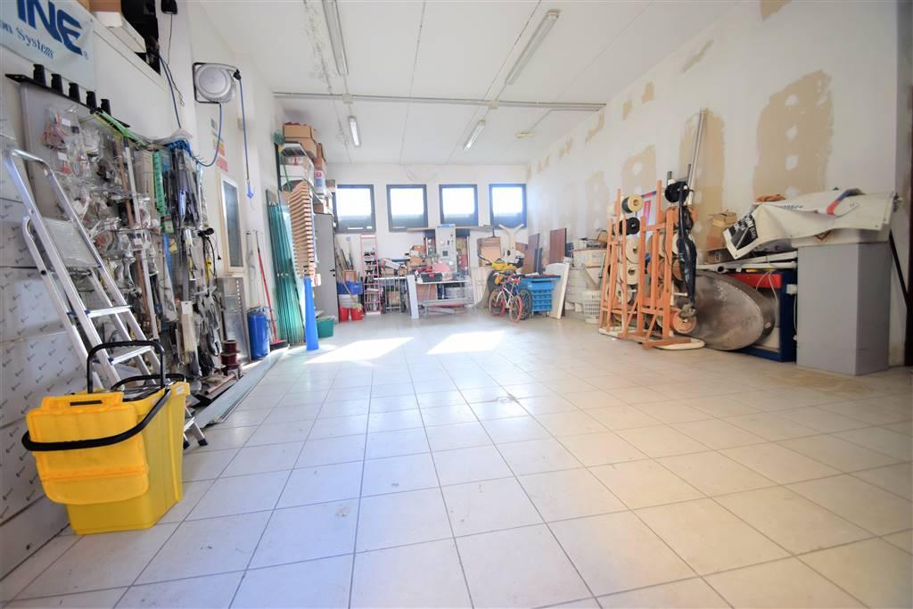 Laboratorio in vendita a Uzzano, 2 locali, prezzo € 90.000 | CambioCasa.it