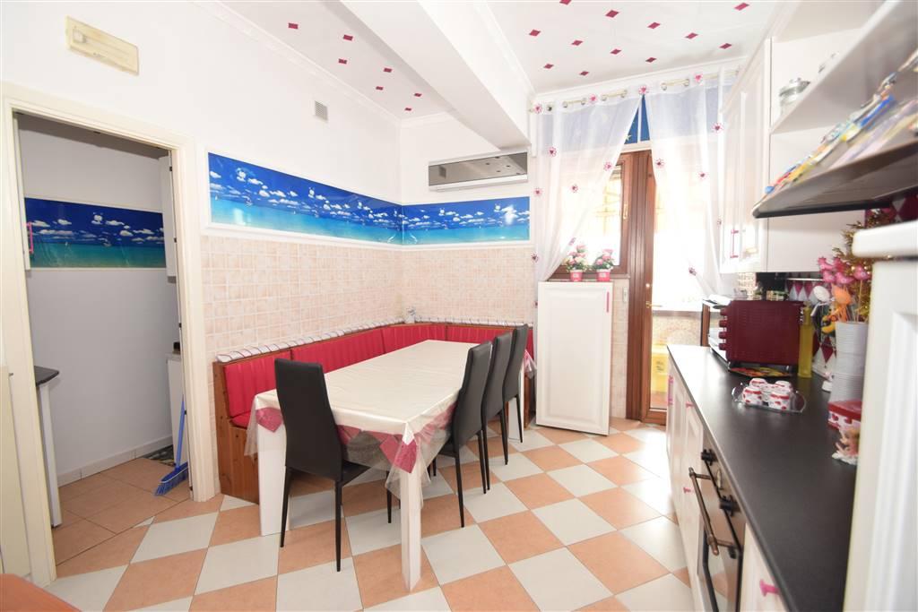 Appartamento in vendita a Pieve a Nievole, 4 locali, prezzo € 135.000 | CambioCasa.it