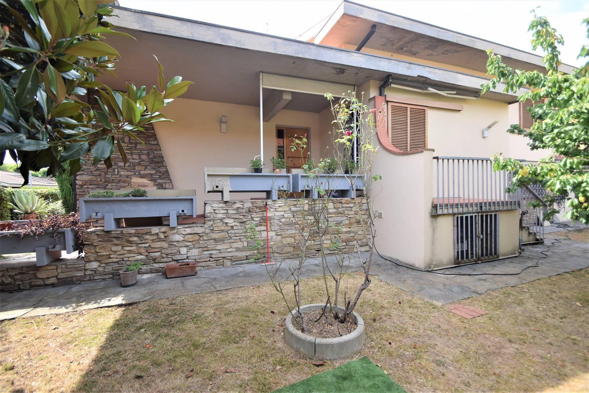 Villa in vendita a Pieve a Nievole, 10 locali, prezzo € 450.000 | CambioCasa.it